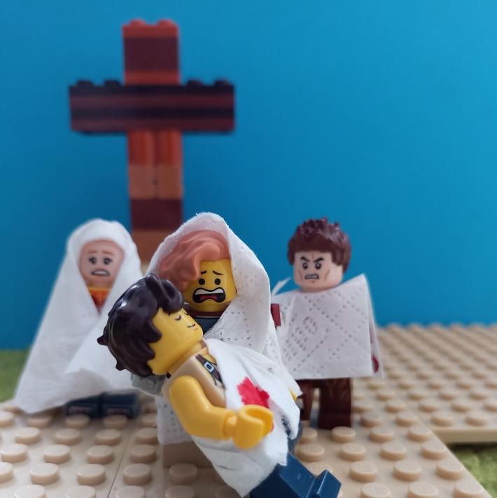 13. Station: Jesus wird in den Schoß seiner Mutter gelegt (Aron)